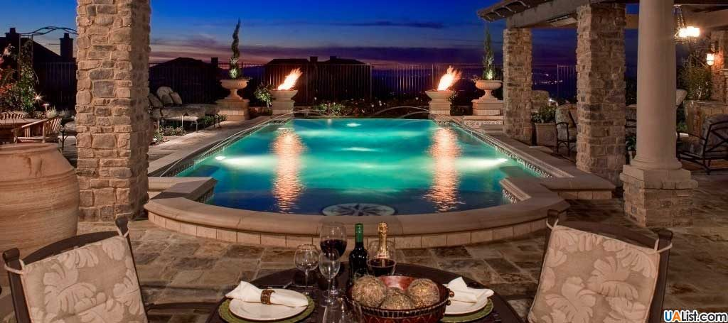 Шикарный бассейн