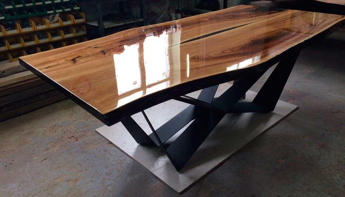 Изготовление стола из дерева и эпоксидной смолы