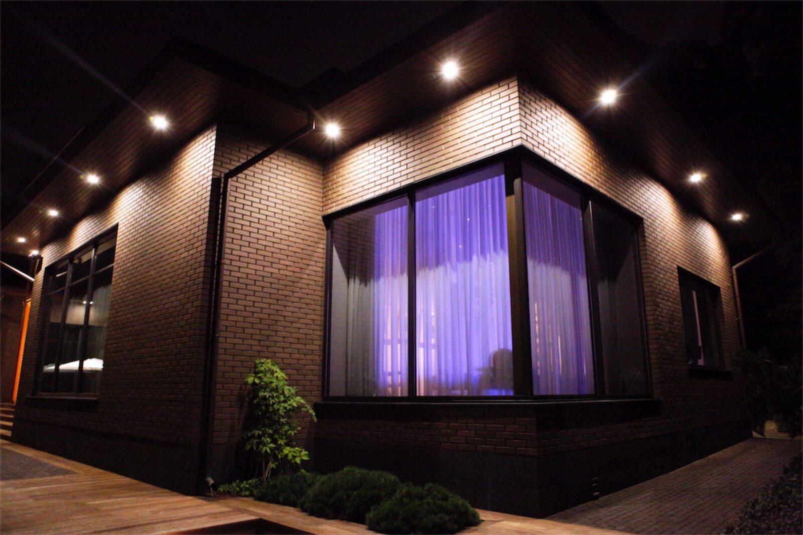Монтаж фасадного и уличного освещения